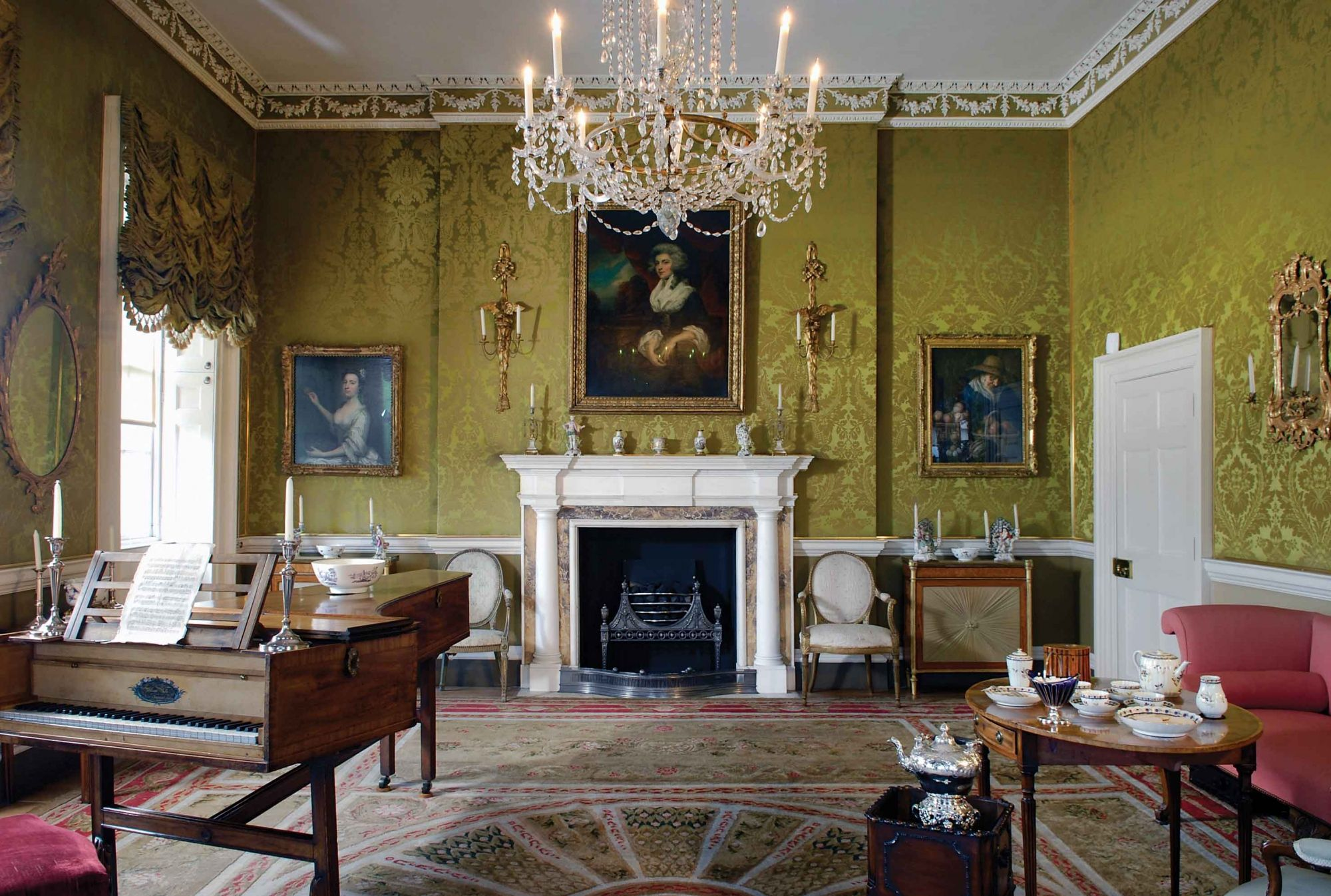Bath's best museums - No. 1 The Royal Crescent takes you back to the Georgian era